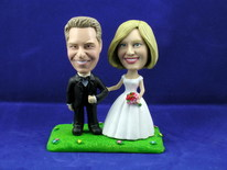 Bride and Groom Arm In Arm On Lawn Bobblehead - Bobbleheads.com