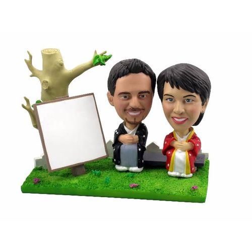 Bobblehead-outdoor-portrait-in-japanese-outfits