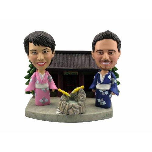 Couple_in_kimono_robes_outside_a_japanese_house