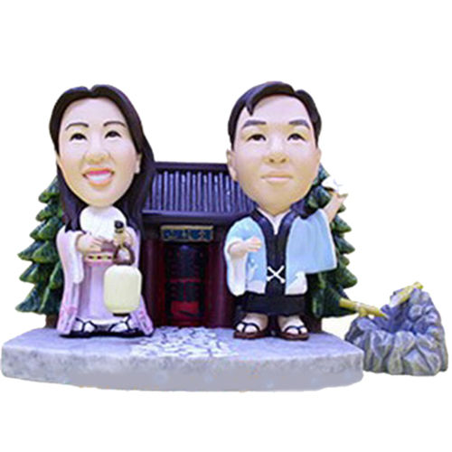 Photo 1 of Couple In Traditional Japanese Attire Bobblehead