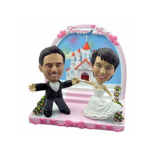 Bobblehead-holding-hands-wedding-in-church