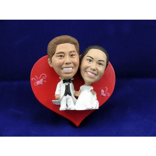 Bobblehead-bride-and-groom-mounted-on-a-heart