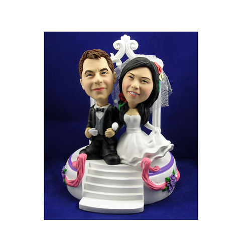 Bobblehead-newlyweds-arm-in-arm