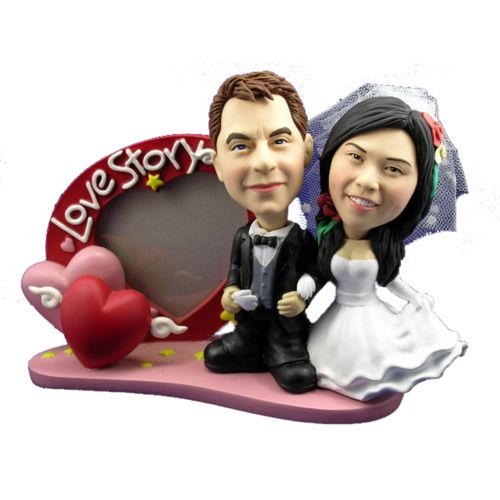 Photo of Bride and Groom With Heart Frame Bobblehead
