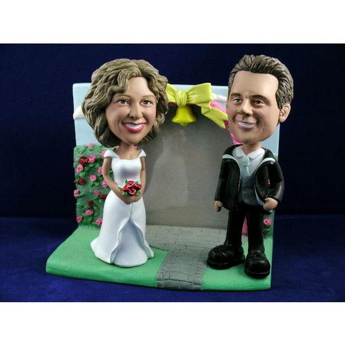 Bobblehead_rose_garden_wedding_gift