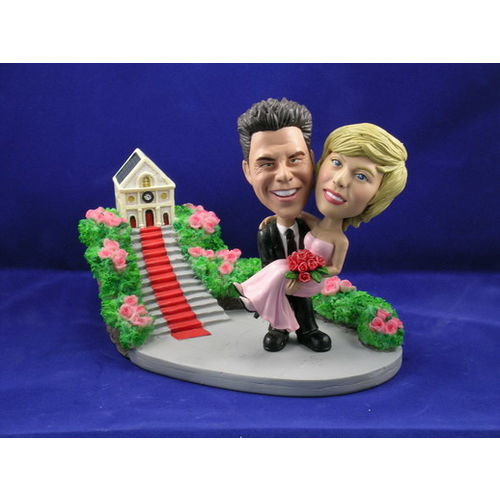 Bobblehead-carrying-the-bride-wedding-gift