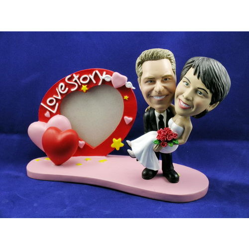 Bobblehead-carrying-the-bride-with-heart-frame