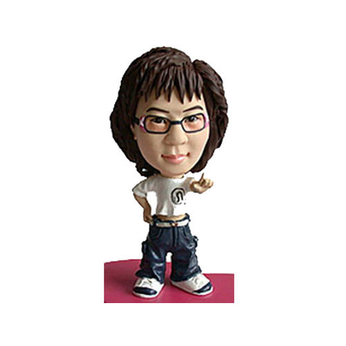 Bobblehead-woman-in-casuals
