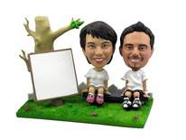 Artistic Couple On Park Bench Bobblehead - Bobbleheads.com